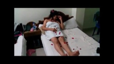 Bengali bhabhi's hot honeymoon sex video