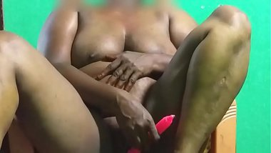 desi indian tamil telugu kannada malayalam hindi horny vanitha aunty showing big boobs and shaved pussy press hard boobs press nip rubbing pussy in c