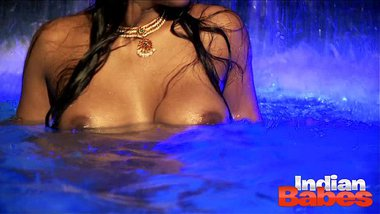Big Boob Indian Babe In Pool Naked Exposing Indian Sex