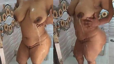 Big Boobs and Sexy Figure Indian woman Taking bath